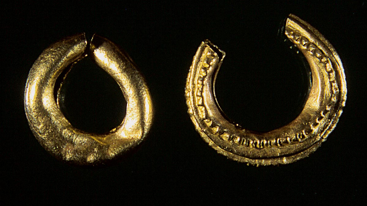 Gold earrings from an early Celtic man's grave of the necropolis near the Burrenhof