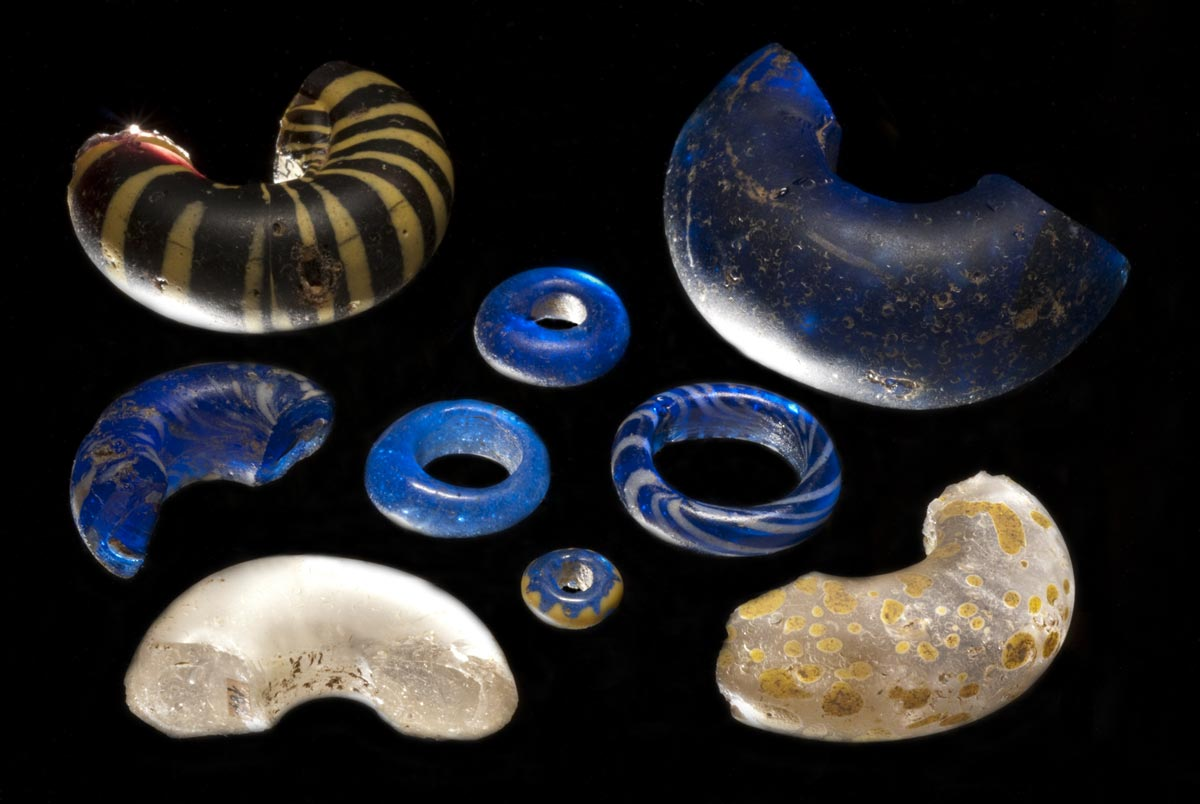 Late Celtic glass beads from the oppidum Heidengraben, which were most likely also produced locally (C. Schwarzer, LAD, RP Stuttgart).